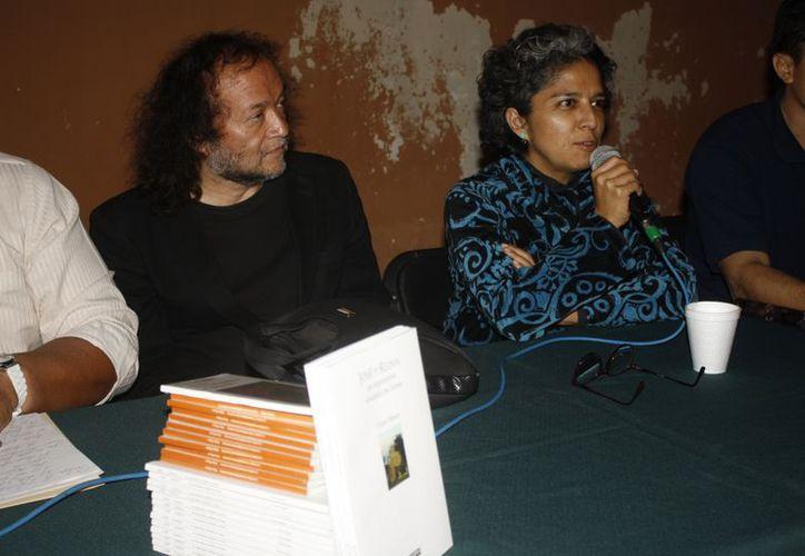 Víctor Roura ha publicado más de 40 libros en España y en México con las principales editoriales.