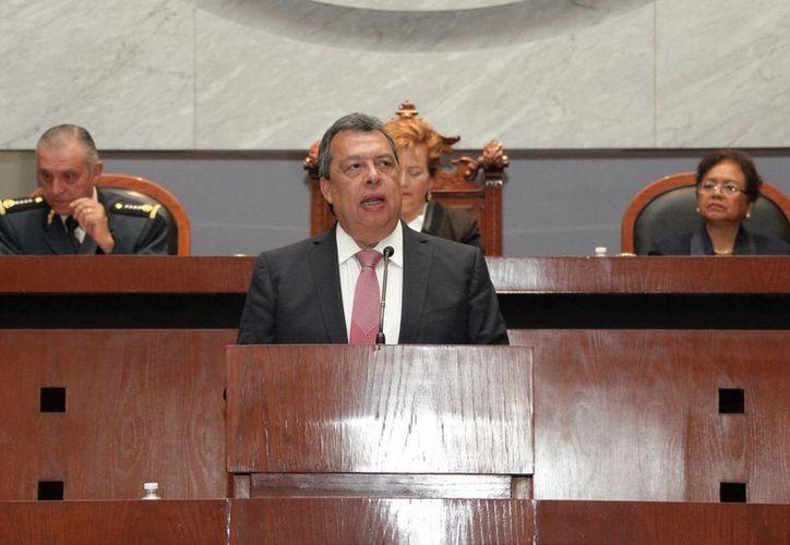 Diputados locales aprobaron durante la sesión extraordinaria del Congreso local, con 38 votos, la solicitud de licencia para separarse de manera definitiva del cargo a Ángel Aguirre Rivero. (Imagen de contexto de Notimex)