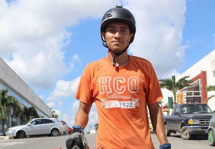 David Andrade Aguilar, de Chetumal, viajó a Puebla para participar en la competencia de longboard. (Miguel Maldonado/SIPSE)