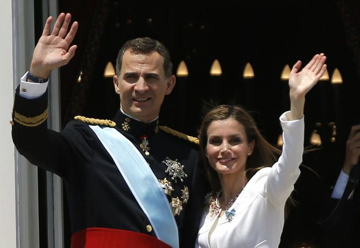 Las hermanas del Felipe VI, las infantas Cristina y Elena, quedaron fuera de la familia real, que ahora estará formada por él, su esposa la reina Letizia, sus hijas y los reyes Juan Carlos y Sofía. (Archivo/AP)