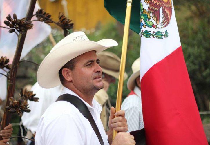 Le Barón participó en una concentración frente a la PGR para exigir la liberación de Mireles. (Archivo/SIPSE)