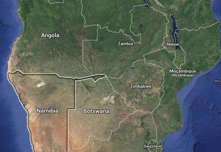El avión accidentado en Namibia (parte inferior del mapa) debía haber aterrizado en el país vecino Angola (arriba). (Google Maps)