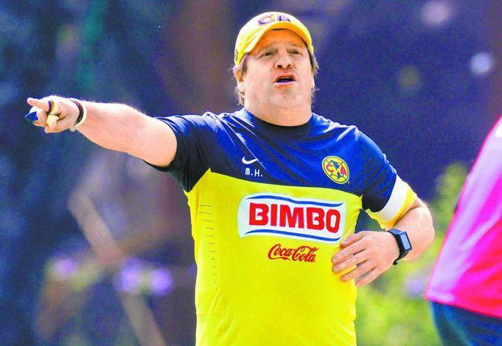Miguel Herrera durante la práctica de ayer en Coapa. (Santiago Chaparro/La afición)