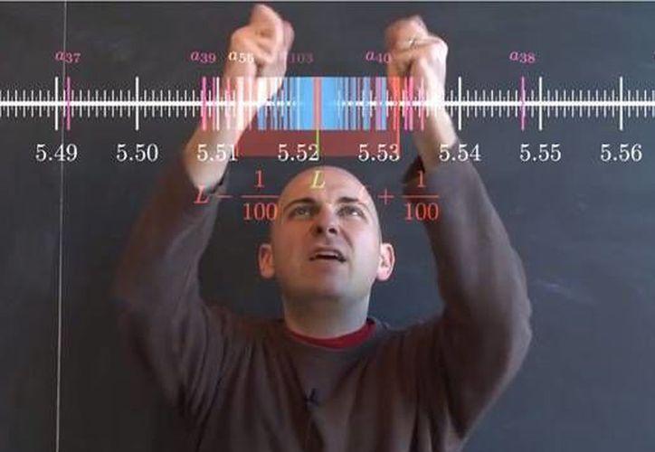 El primer curso del profesor, que dura seis semanas, consiguió 35 mil suscriptores. (YouTube)