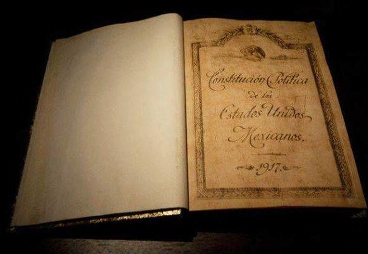 En 2017 se cumplirán 100 años de la promulgación de la Constitución Política de los Estados Unidos Mexicanos. El documento original es el que aparece en la imagen. (Archivo/Notimex)