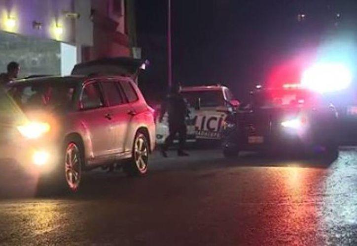 El fiscal recibió dos balazos en el pecho, de cinco que fueron disparados con un arma AR-15. Imagen del lugar donde sucedió la tragedia. (red-crucero.com)
