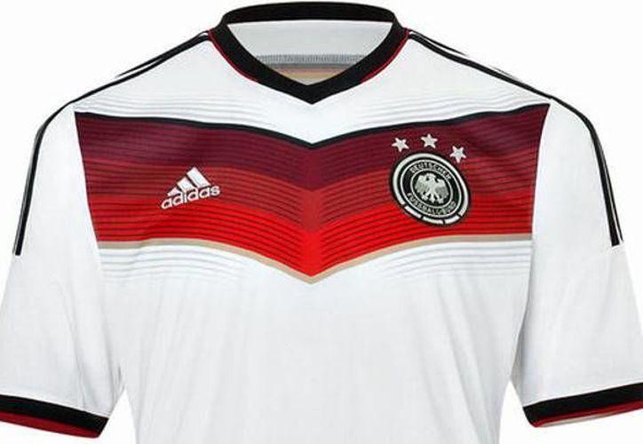 La camiseta alemana tenía un récord en ventas de más de 2 millones de prendas, antes de convertirse en campeones, cuando solo tenían tres estrellas en el pecho. (Tirolibre/Foto de archivo)