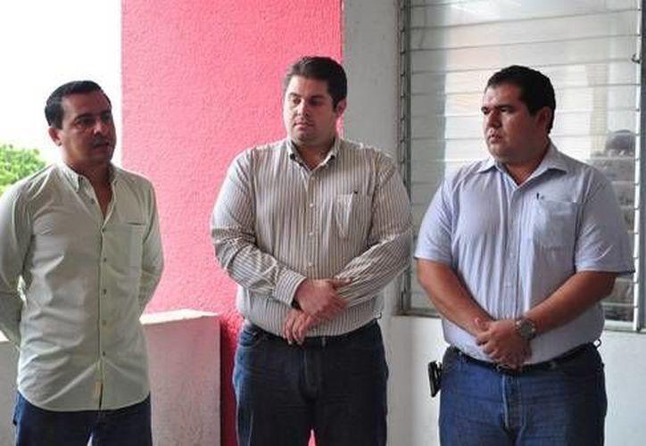 El secretario general del Ayuntamiento dio posesión a los nuevos funcionarios. (Cortesía/SIPSE)