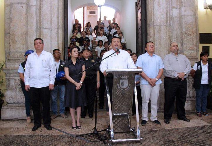 Imagen de la rueda de prensa que realizó Renán Barrera Concha, alcalde de Mérida, donde habló sobre las cuentas embargadas al Ayuntamiento. (Milenio Novedades)