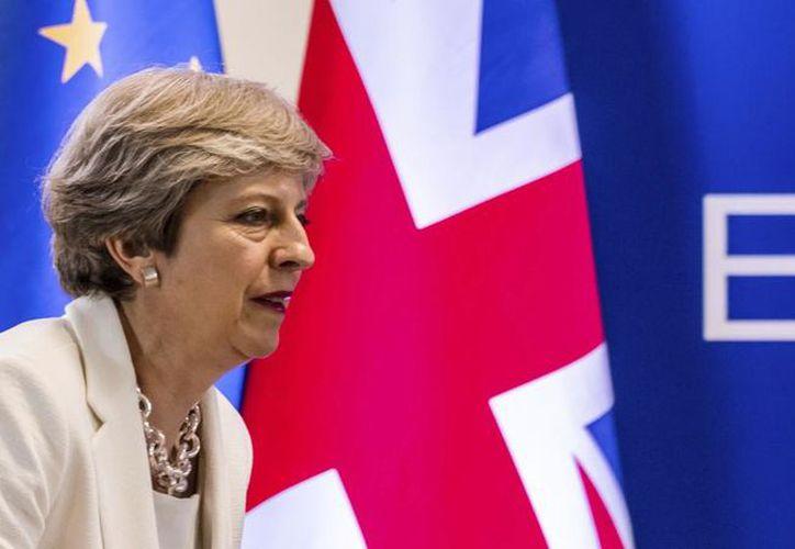 El comisionario presupuestario de la Unión Europea dice que Gran Bretaña necesitará realizar pagos para proyectos a largo plazo incluso después de concretarse el Brexit.  (Geert Vanden Wijngaert/AP).