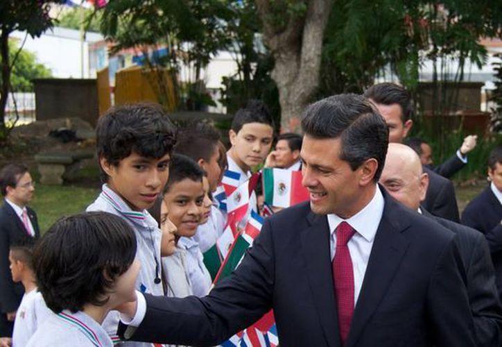 El presidente Enrique Peña hizo un llamado a los actores políticos a respetar el pacto por México, durante su gira por Costa Rica. (Agencias)