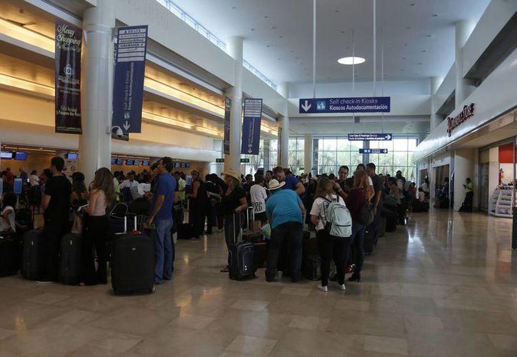 Llegarán turistas a Cancún desde el aeropuerto internacional El Dorado en Bogotá. (Israel Leal/SIPSE)
