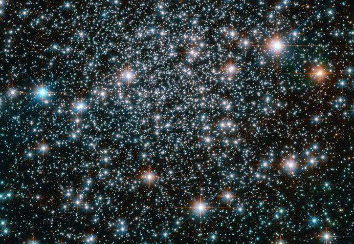 Las estrellas descubiertas por científicos mexicanos expulsan elementos necesarios para la vida en la Tierra, tales como nitrógeno y oxígeno. La imagen cumple funciones estrictamente referenciales. (Archivo/NASA)
