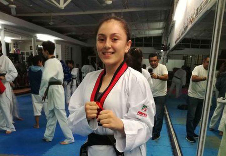 Alejandra Mortera fue llamada para integrarse a la Selección Nacional de taekwondo . (Foto: Raúl Caballero/SIPSE)