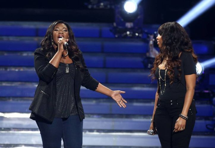 Candice Glover (i) y Jennifer Hudson (d) cantan juntos durante la final de American Idol. (Agencias)