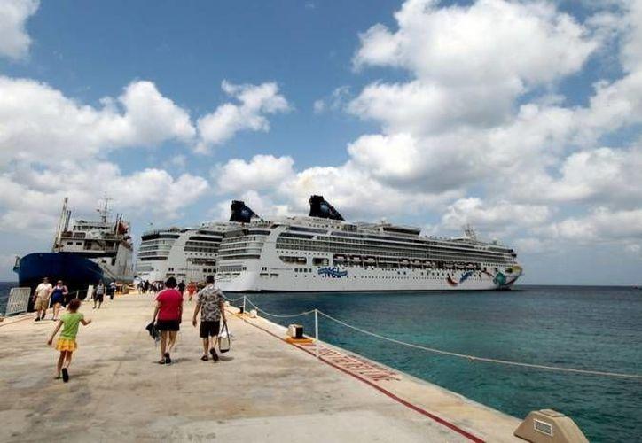 Se encuentran programados para atracar 29 cruceros en Cozumel, 1 en Playa del Carmen y 6 en Mahahual. (Redacción/SIPSE)