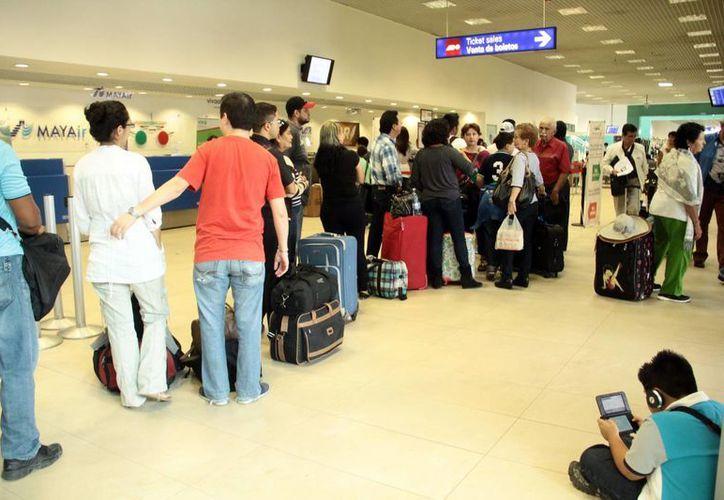El aeropuerto meridano espera a más visitantes este año. ASUR espera superar el millón 400 mil pasajeros registrados durante el año pasado. (Milenio Novedades)