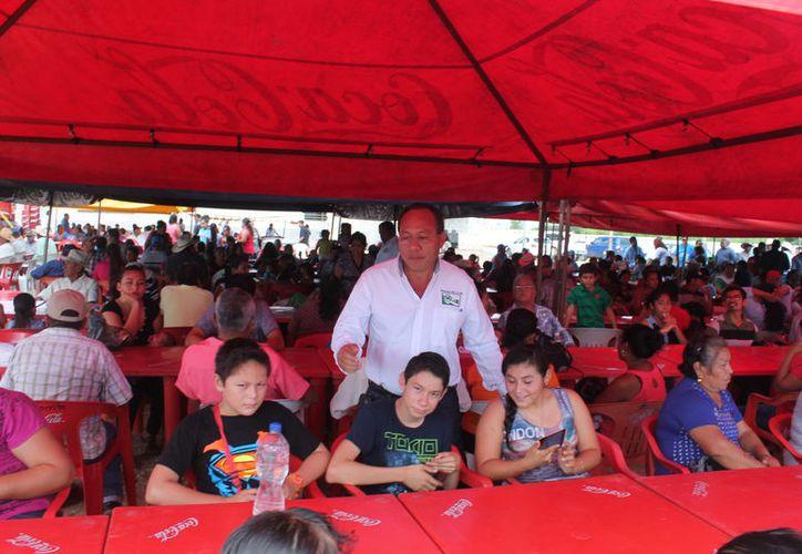 Benjamín Gutiérrez Reyes, líder de la Cnpr, rindió su primer informe de actividades ante autoridades, cañeros y familias. (Carlos Castillo/SIPSE)