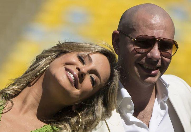 """Aunque la brasileña Claudia Leitte (d) canta en """"We Are One (Ole Ola)"""", los críticos no entienden por qué Pitbull y J.Lo fueron elegidos para participar en la canción oficial del Mundial de futbol. (AP)"""