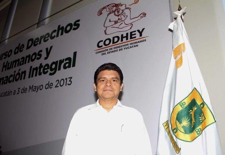 Jorge Victoria Maldonado, presidente de la Codhey, llamó a los padres de familia de los estudiantes afectados a acercarse a sus oficinas para evitar que el delito quede impune. (SIPSE)