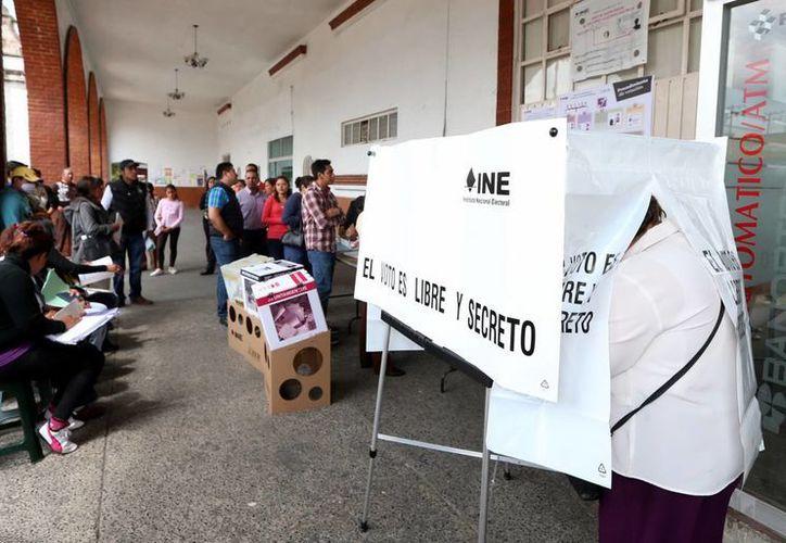 """El INE refiere que los electores pueden localizar las casillas especiales ingresando a la dirección electrónica """"ubicatucasilla.ine.mx"""". (Notimex)"""