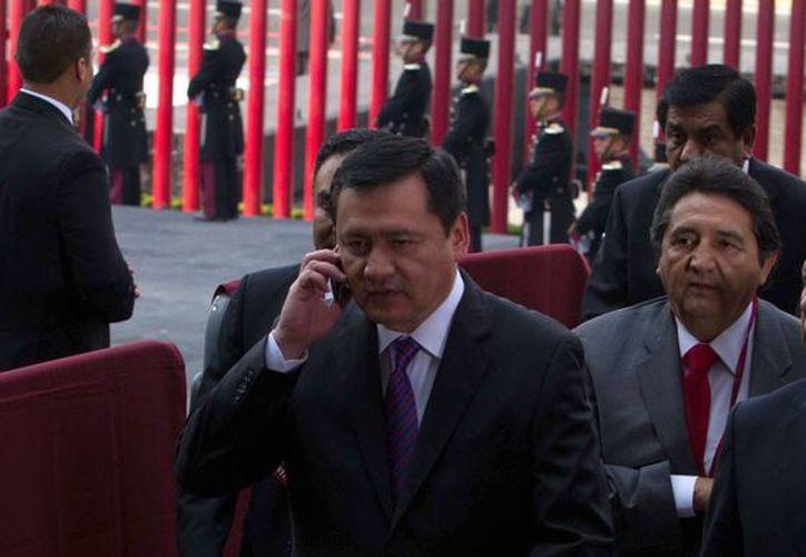 Se detalló que Osorio Chong convocó a los presidentes del PAN, PRI y PRD a una reunión para encauzar los trabajos al interior del Pacto. (Archivo/Notimex)