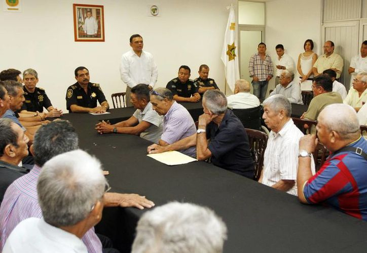 El Gobernador dirigió unas palabras a veteranos policías que ayer se retiraron del servicio activo. (Milenio Novedades)