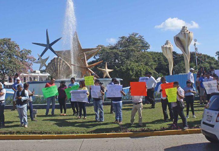 Los conductores afectados se manifestaron en el centro de la ciudad. (Pedro Olive/SIPSE)