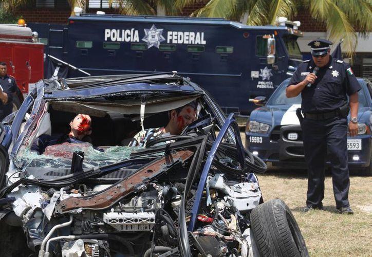 La Policía Federal de Caminos implementa acciones para prevenir accidentes en la carretera federal. (Adrián Barreto/SIPSE)