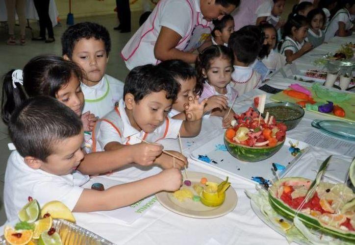 Los nutriólogos destacan que es fundamental la educación sobre una alimentación sana desde la primera infancia. (Archivo/SIPSE)