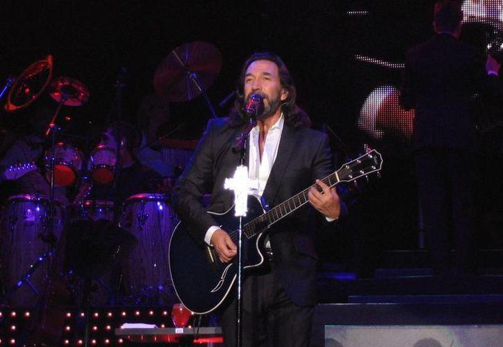 """A lo largo de su carrera """"El Buki"""" ha sido nominado en varias ocasiones a los Grammy y Premios Lo Nuestro."""