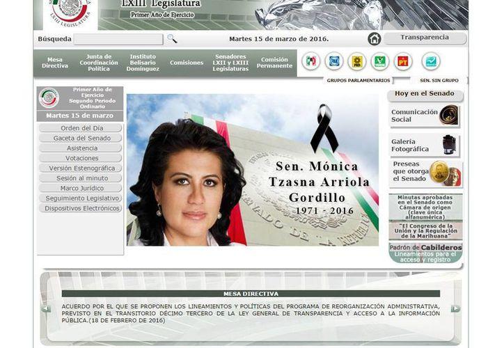 La página web del Senado incluyó una fotografía de la legisladora con su nombre completo: Mónica Tzasna Arriola Gordillo Aguirre, con un moño negro y las fechas 1971-2016. (senado.gob.mx)