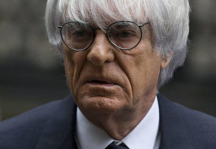 Ecclestone pudo superar el juicio en Inglaterra por la venta de la F1, pero ahora enfrentará otro proceso en Alemania por sobornar a un banquero. (Agencias)