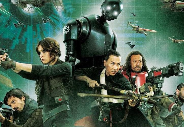 La película 'Rogue One',en la que participa Diego Luna,suma una semana más como la producción más taquillera en los cines.(Disney)