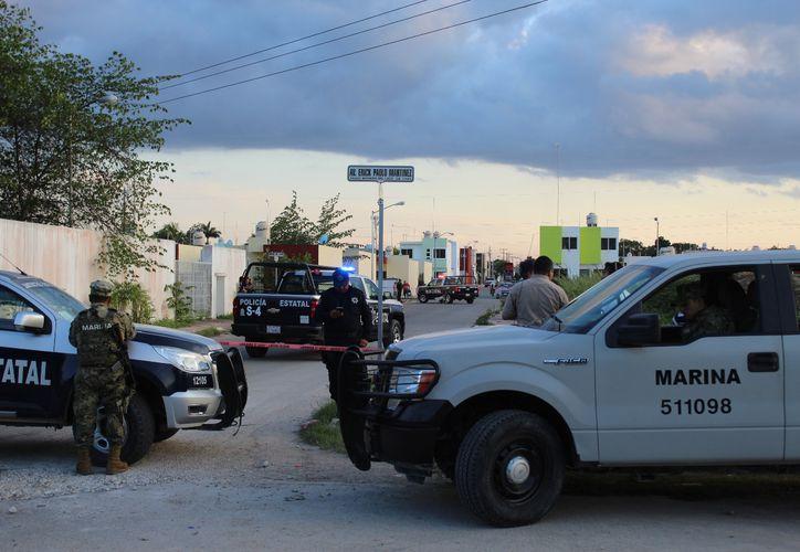 La zona fue acordonada por elementos de la Marina y Ejército Mexicano para como medida de prevención. (Foto: SIPSE)