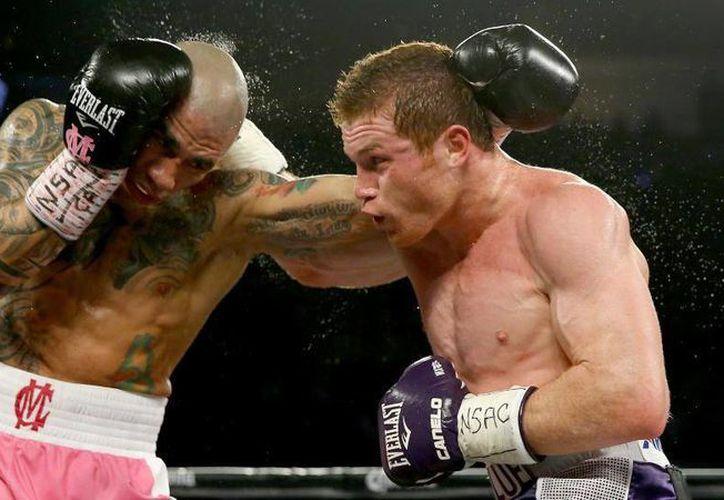 En la pelea entre ambos pugilistas, en noviembre de 2015, Saúl Álvarez se proclamó vencedor por decisión unánime. (AP)