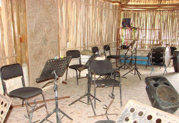 Los ladrones despojaron al espacio cultural de instrumentos musicales, además de cables, generando graves pérdidas a la orquesta municipal. (Manuel Salazar/SIPSE)