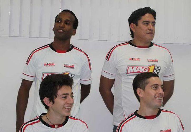 El equipo yucateco de Servicios Moguel, inttegrado por Juan Damián Rondón, Daniel Pérez Avilés, Wilfredo Cartagena y Alejandro Correa Rosado. (SIPSE)