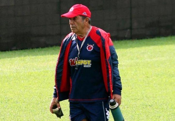 Carlos Reinoso se mantiene como técnico de Tiburones Rojos de Veracruz, que esta vez salvaron el descenso. (elmanana.com)