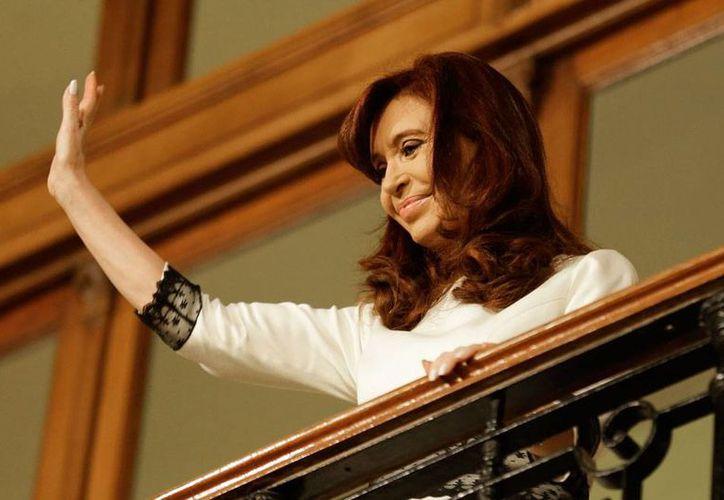 La presidenta de Argentina, Cristina Fernandez fue hospitalizada... otra vez. En esta ocasión, por una faringitis. No se ha informado cuándo dejará el hospital. (AP/Archivo)