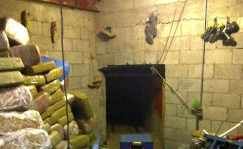 Dentro del tunel había 15 paquetes de marihuana. (Agencias/Foto de archivo)