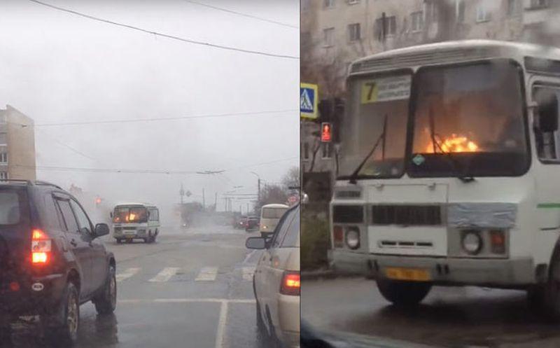 Un chofer maneja un colectivo en llama