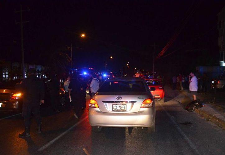 Una presunta agresión de taxistas a choferes de Uber fue confundida ayer con una balacera, en Cancún. (Redacción/SIPSE)