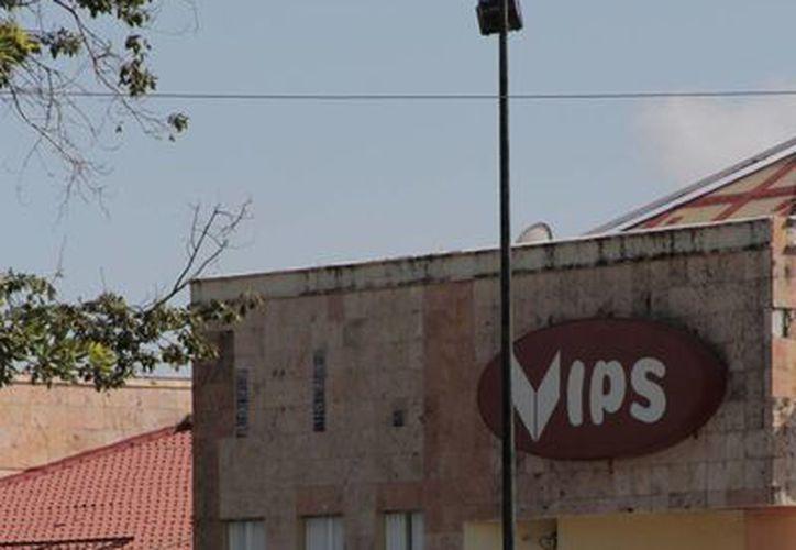 El restaurante Vip's fue clausurado la semana pasada por El mal manejo de residuos. (Tomás Álvarez/SIPSE)