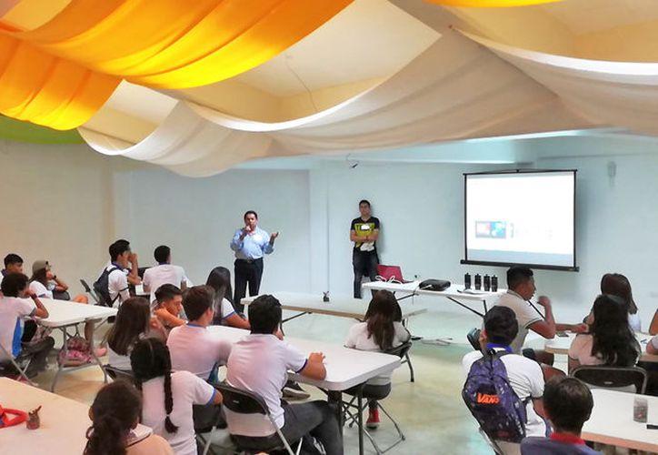 Parte de la vinculación con el IMPI, se realiza a través del Planetario de Cancún. (Ivett Ycos/SIPSE)