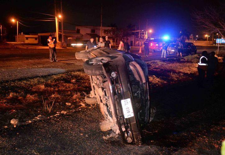 Una volcadura en la carretera Mérida-Motul dejó cuatro lesionados, entre ellos uno grave. (Cuauhtémoc Moreno/SIPSE)