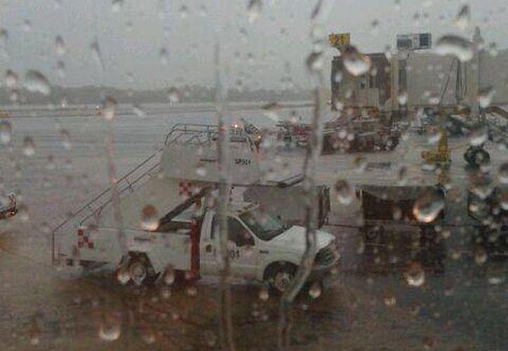 Alrededor de las 12:00 horas la nave retomo el vuelo con rumbo a Cancún. (Foto: @Sra_Palacios)