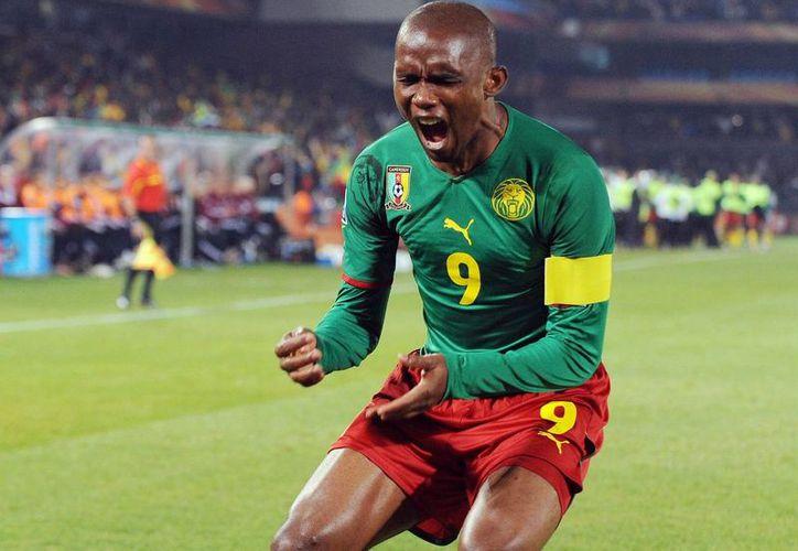 El futbolista camerunés Samuel Eto'o podría ir a la cárcel por fraude. (Foto tomada de afkinsider.com)