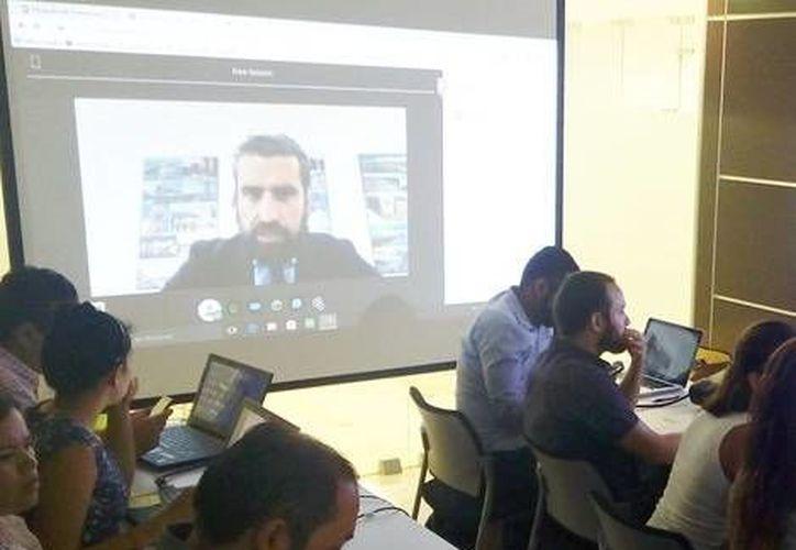 La videoconferencia se realiza desde una de las universidades de negocios más reconocidas de España, Deusto Business School. (Milenio Novedades)
