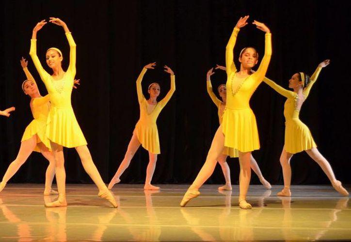 La danza forma parte del Festival Cultural. (Redacción/SIPSE)